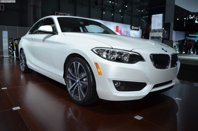 BMW-2er-Coupe-F22-228i-US-Version-Alpinweiss-New-York-Auto-Show-2014-12