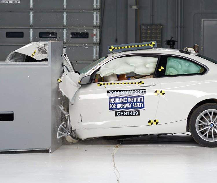 BMW-2er-F22-Crashtest-IIHS-2014-USA-Sicherheit-Crash-Test-09