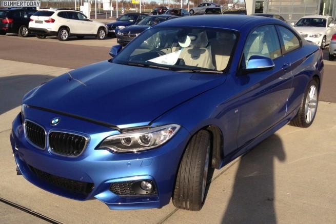 BMW-2er-M-Sportpaket-F22-Estorilblau-Live-Fotos-RHD