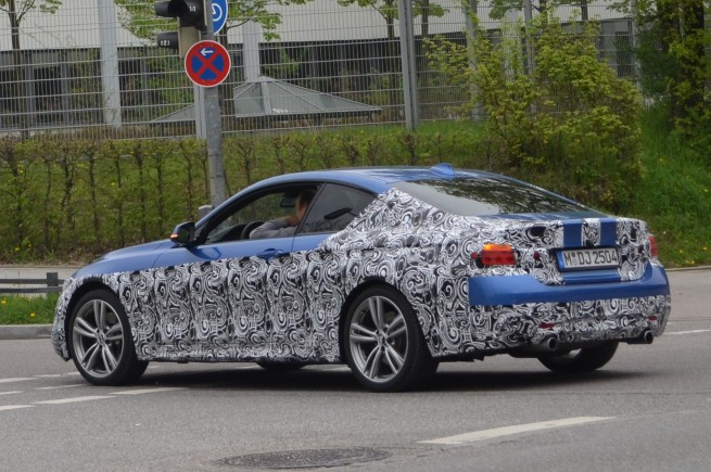 BMW-435i-M-Sportpaket-Estorilblau-Erlkoenig-02