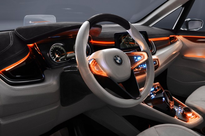 BMW-Active-Tourer-Concept-Interieur-HUD