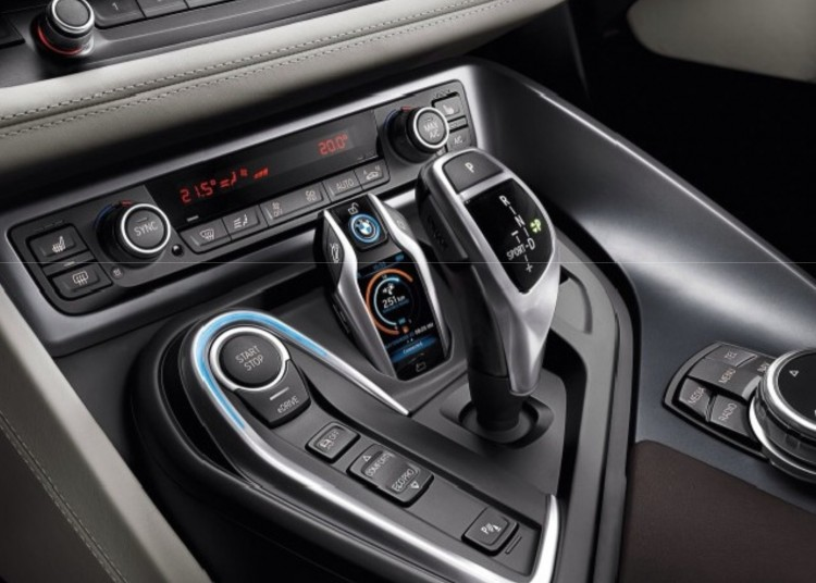 BMW-Display-Key-2015-CES-i8-Smartkey-Auto-Schluessel