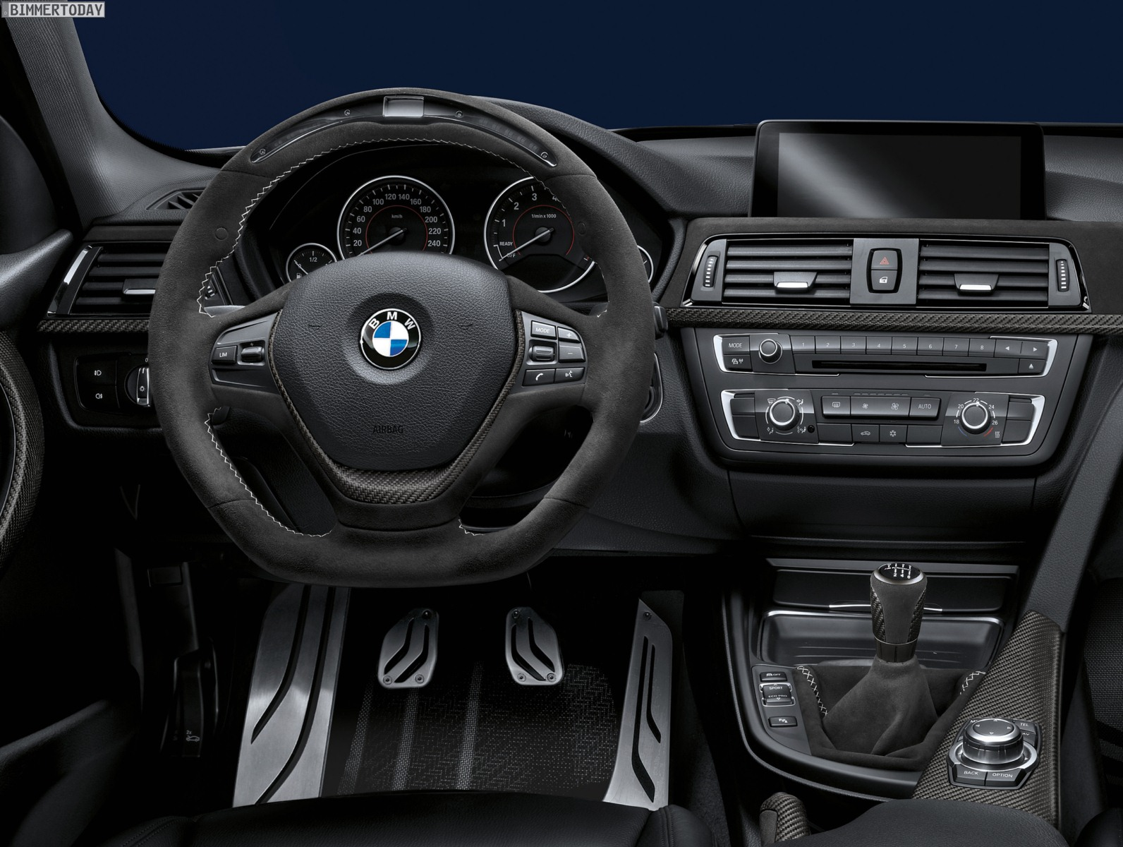 bmw m performance lenkrad alcantara mit race display im video. Black Bedroom Furniture Sets. Home Design Ideas