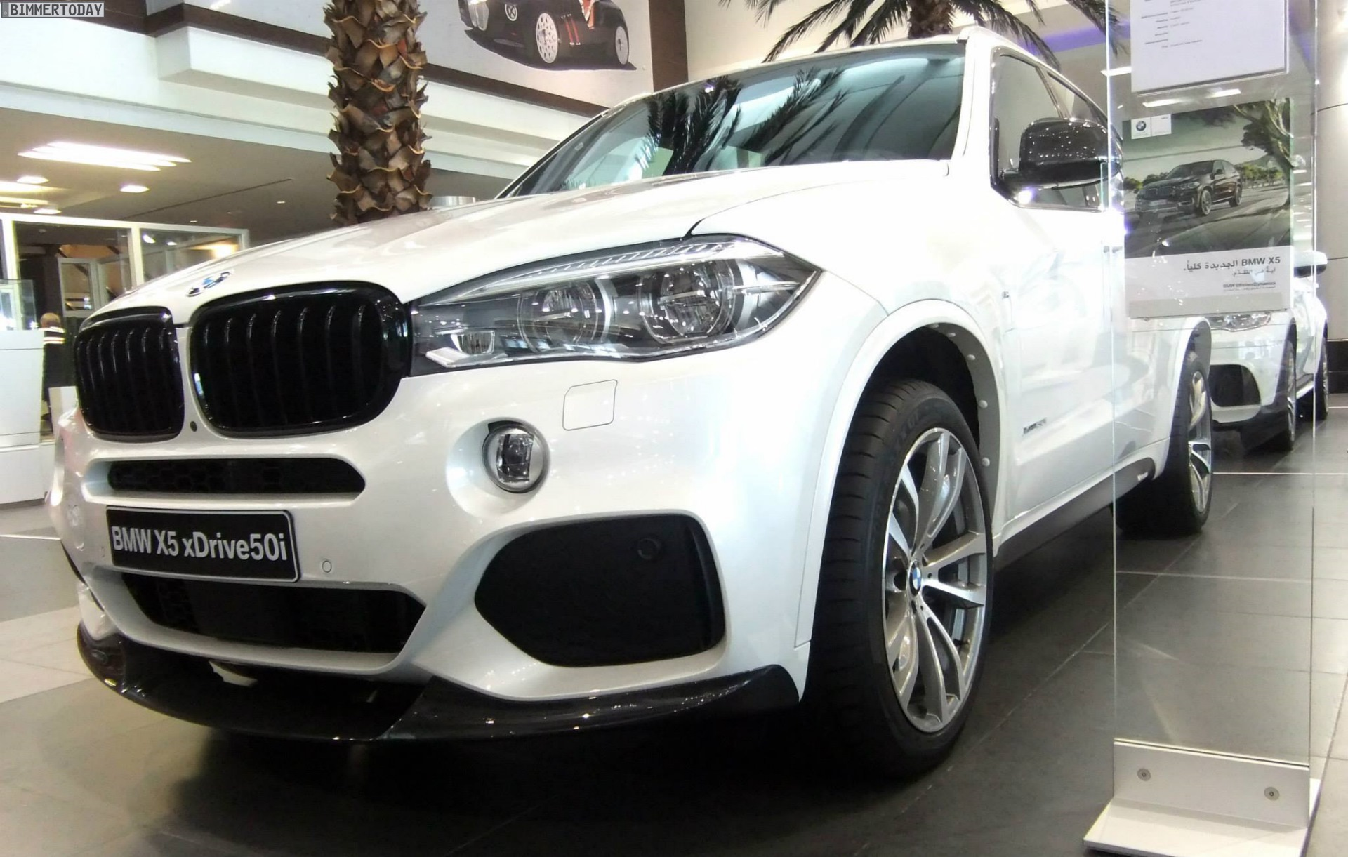 bmw m performance bmw x5 f15 mit tuning zubeh r und v8. Black Bedroom Furniture Sets. Home Design Ideas