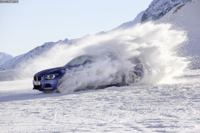 BMW-M135i-xDrive-2012-Allrad-im-Schnee-23