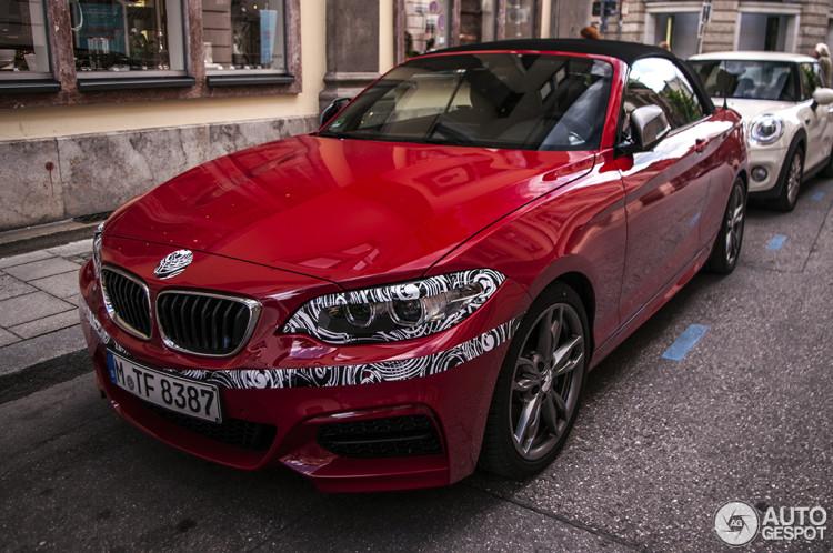 BMW-M235-Cabrio-Melbourne-Rot-2er-F23-Erlkoenig-Fotos-Autogespot-1