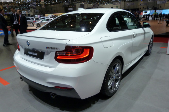 BMW-M235i-2er-Coupe-F22-2014-Genf-Autosalon-weiss-LIVE-02