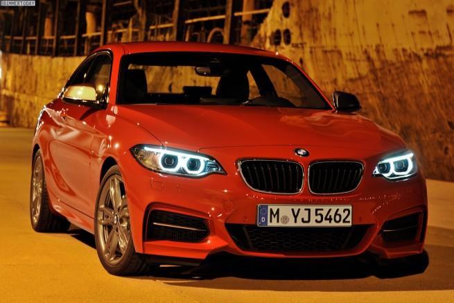 BMW-M235i-Coupe-F22-Detroit-Auto-Show-2014-01
