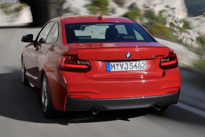 BMW-M235i-Coupe-F22-Detroit-Auto-Show-2014-07