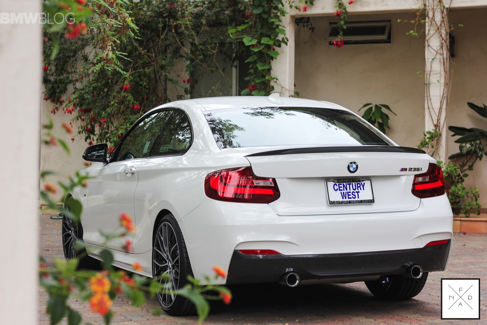 bmw m performance neue fotos zeigen m235i tuning. Black Bedroom Furniture Sets. Home Design Ideas