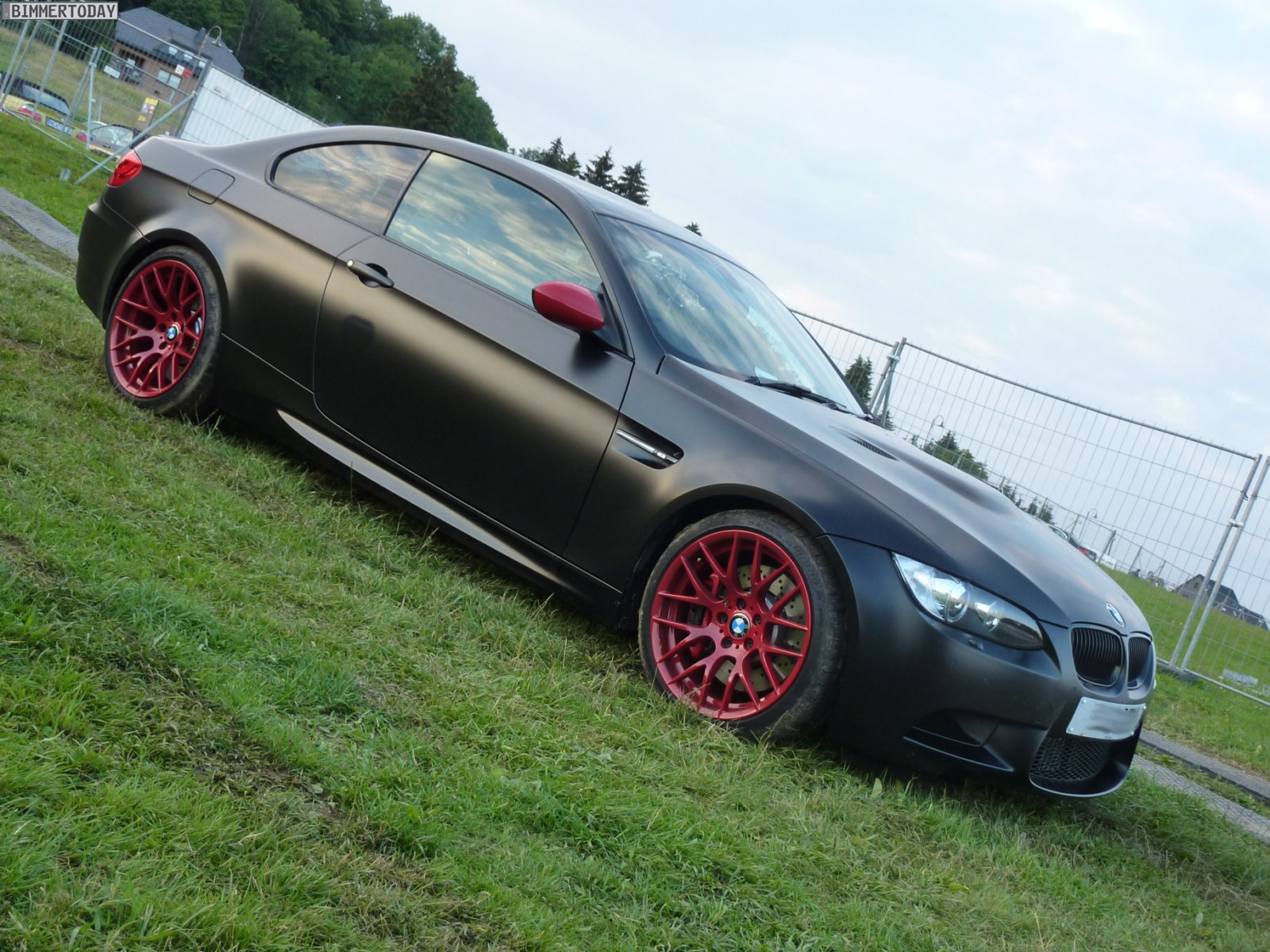 bmw m festival 2011 m3 in frozen black mit roten akzenten. Black Bedroom Furniture Sets. Home Design Ideas