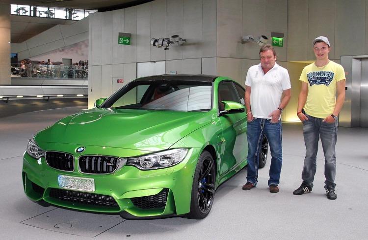 BMW-M4-Java-Gruen-F82-Individual-Java-Green-BMW-Welt-Abholung