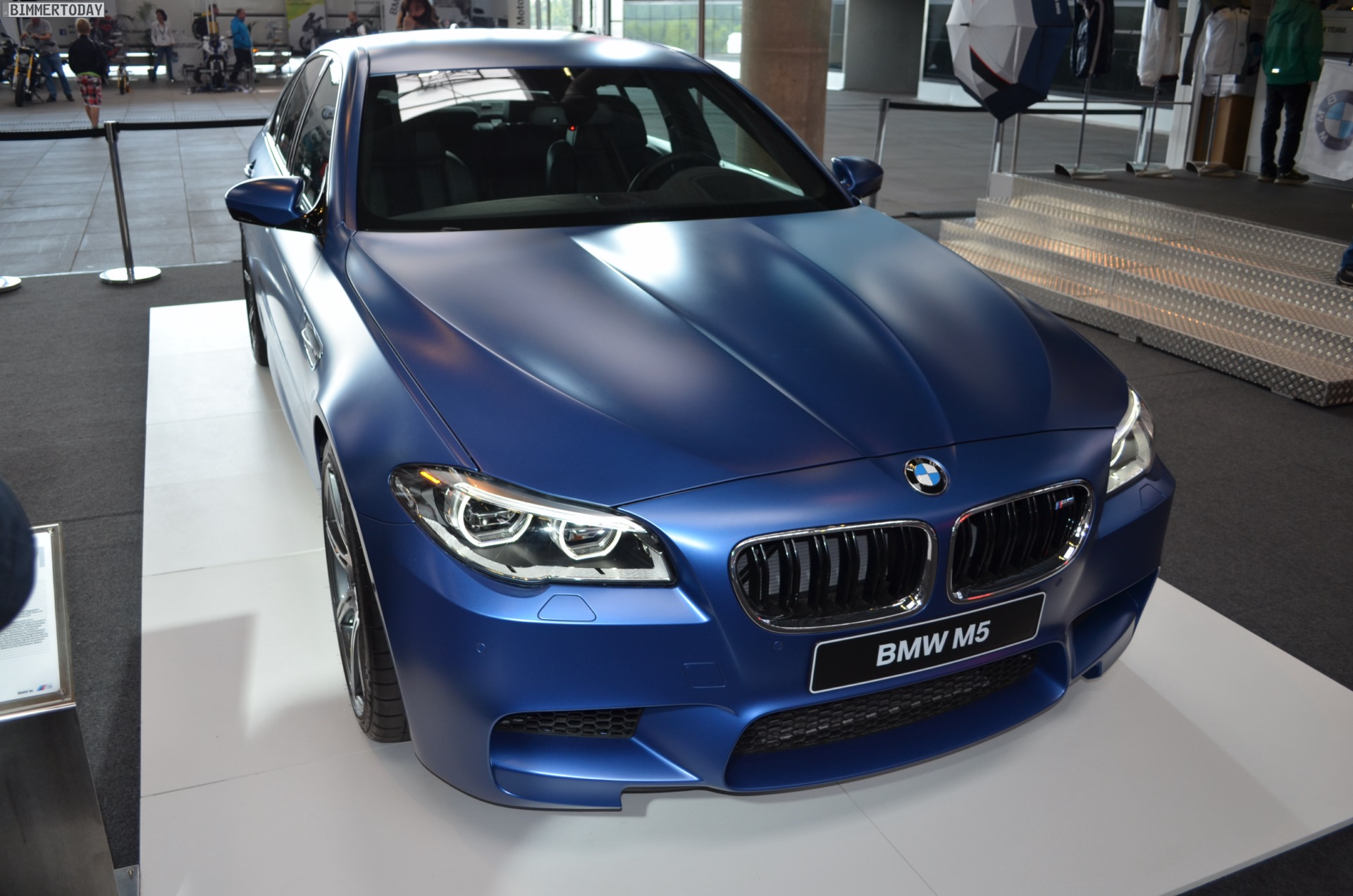 Bmw M5 Mit Competition Paket In Frozen Blue Im Ring Boulevard