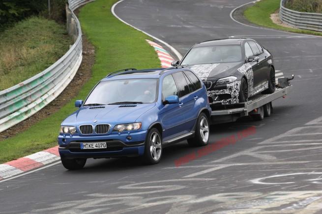 BMW-M5-F10-abgeschleppt