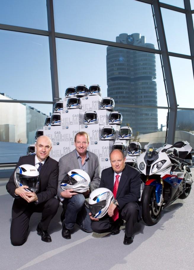 deutsches bob team geht mit helmen von bmw motorrad an den. Black Bedroom Furniture Sets. Home Design Ideas
