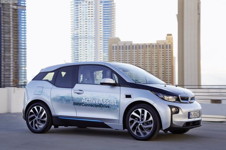 BMW-Remote-Valet-Parking-2015-CES-BMW-i3-Einpark-Automatik-im-Parkhaus-02