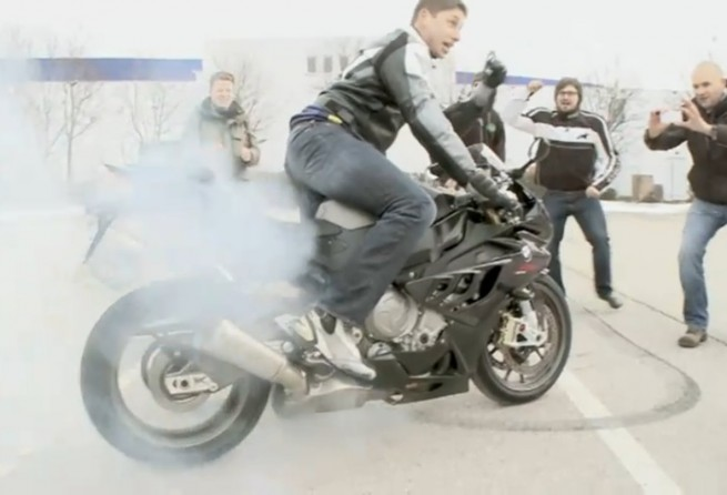BMW-S-1000-RR-Video-Burnout-XXXL