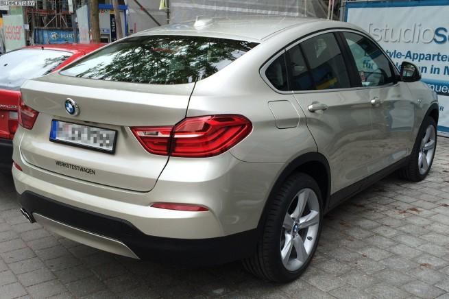 BMW-X4-F26-Mineralsilber-Live-Fotos-ungetarnt-03