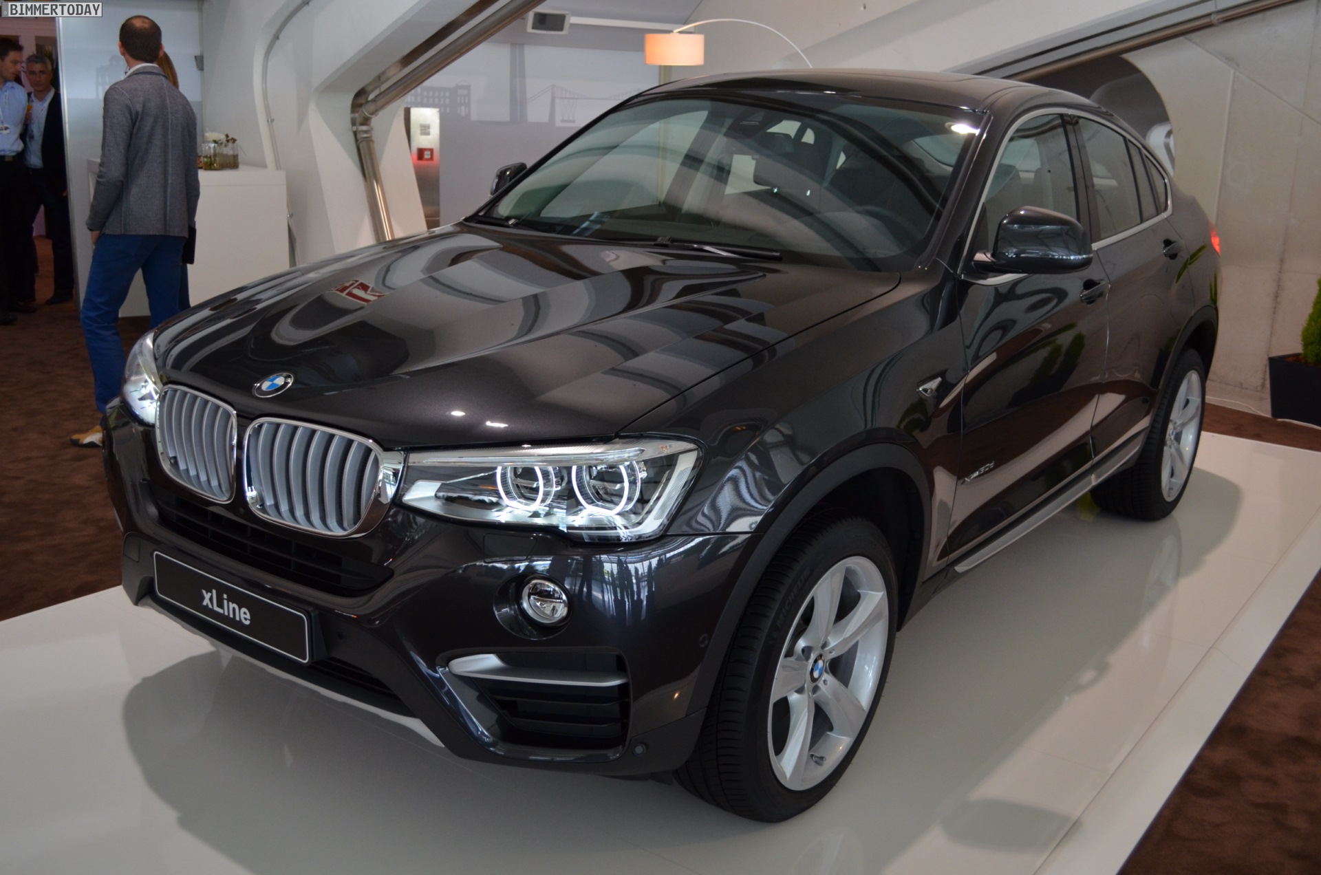 live fotos bmw x4 mit xline paket x4 xdrive30d f26 in sophistograu. Black Bedroom Furniture Sets. Home Design Ideas
