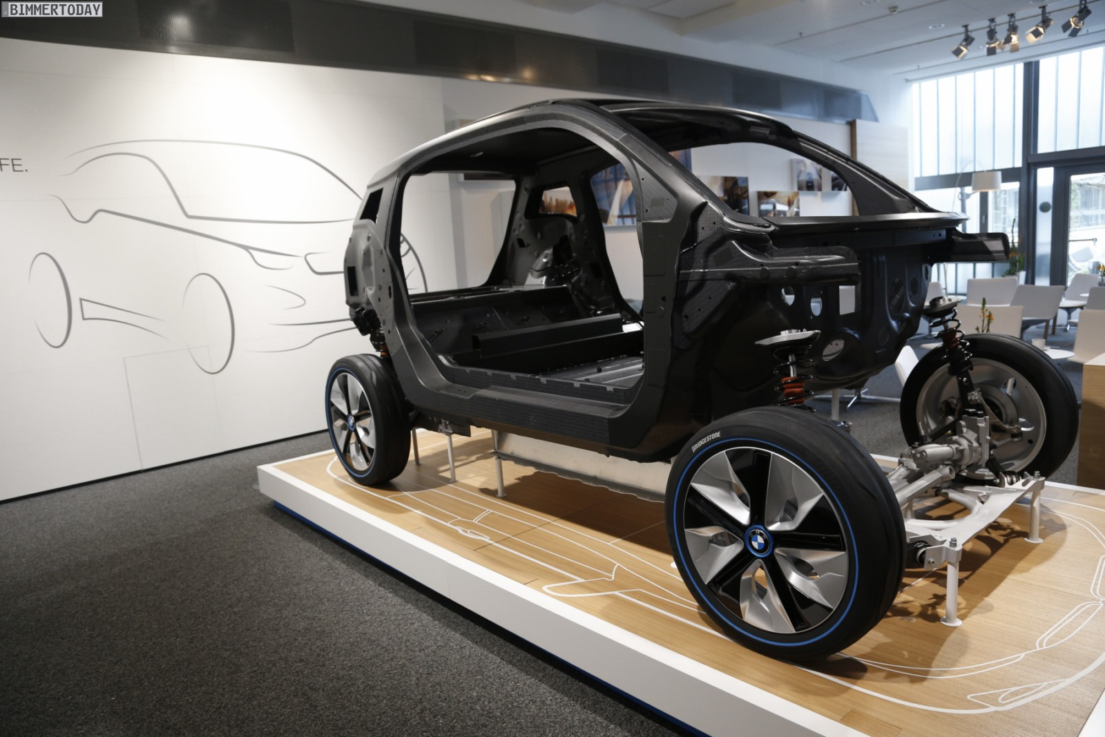 bmw i3 reparatur kosten trotz carbon auf augenh he mit. Black Bedroom Furniture Sets. Home Design Ideas