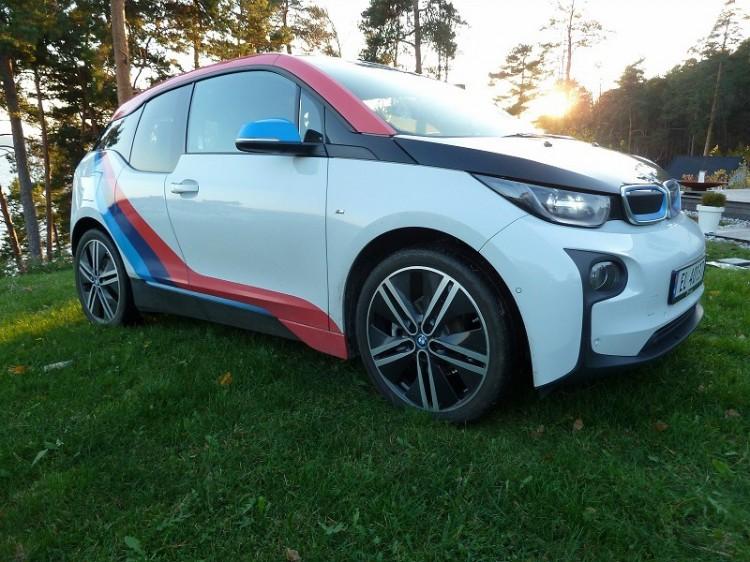 BMW-i3-M-Sport-Folierung-Dekor-Motorsport-Farben-Norwegen-01