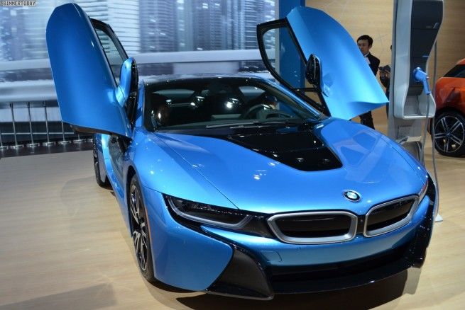 BMW-i8-2014-New-York-Auto-Show-Protonic-Blue-Live-Fotos-06