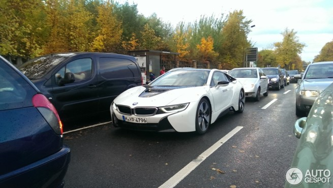 BMW-i8-Crystal-White-ungetarnt-Autogespot-com