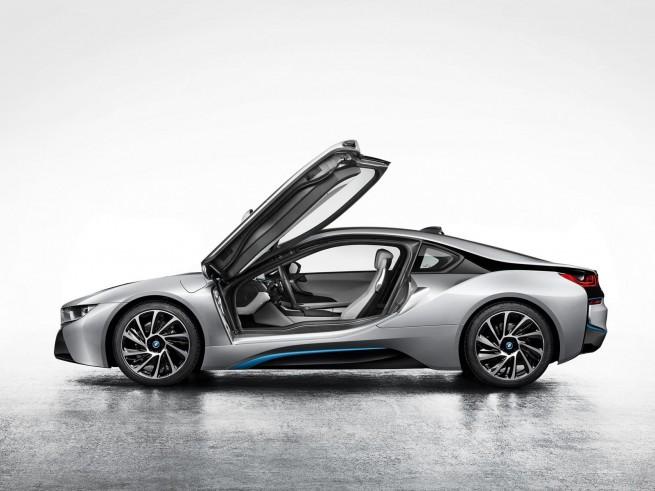 BMW-i8-Foto-Leak-IAA-2013-Hybrid-Sportwagen-Fluegeltuerer-1