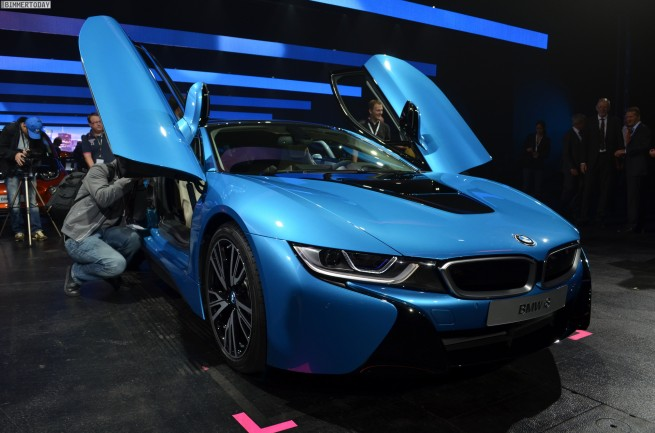 BMW-i8-Hybrid-eDrive-Weltpremiere-Protonic-Blue-IAA-2013-LIVE-05