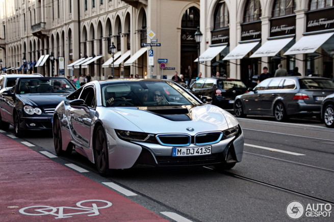 BMW-i8-Ionic-Silver-ungetarnt-Autogespot-com