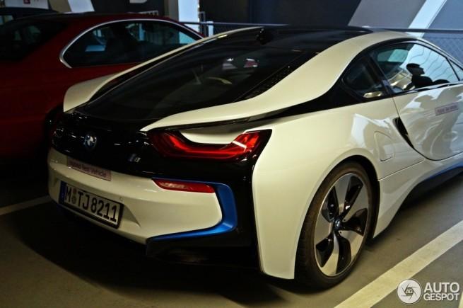 BMW-i8-Kristallweiss-Perleffekt-Live-Fotos-Autogespot-com-05