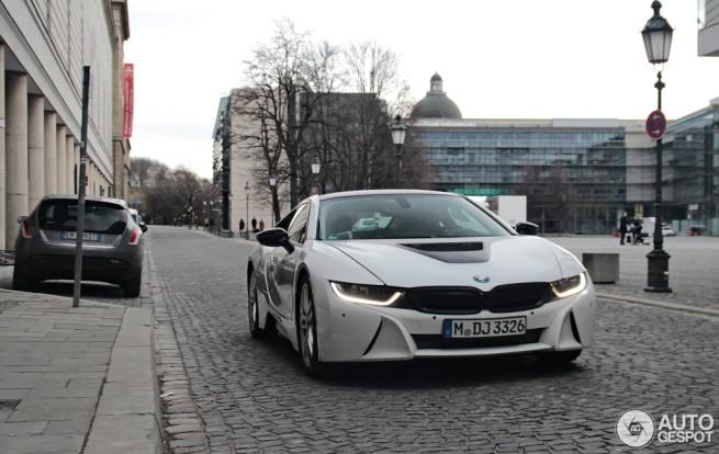 BMW-i8-Kristallweiss-schwarz-Erlkoenig-Autogespot-2
