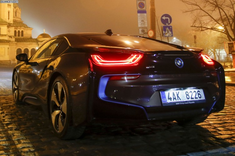 BMW-i8-Nacht-Design-Wallpaper-Fotos-Sofia-2015-16