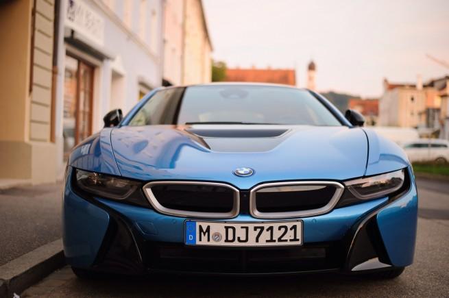 BMW-i8-Protonic-Blue-Real-Life-Fotos-Blau-1