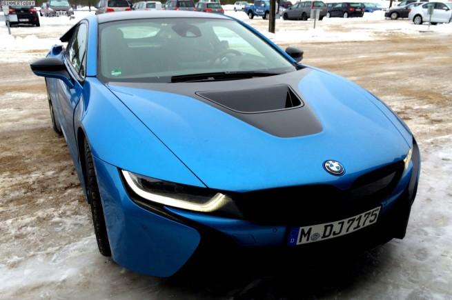 BMW-i8-Protonic-Blue-blau-Plug-in-Hybrid-Sportwagen-01