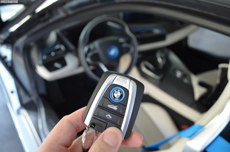 BMW-i8-Schluessel-Plug-in-Hybrid-Sportwagen-Erfahrungen