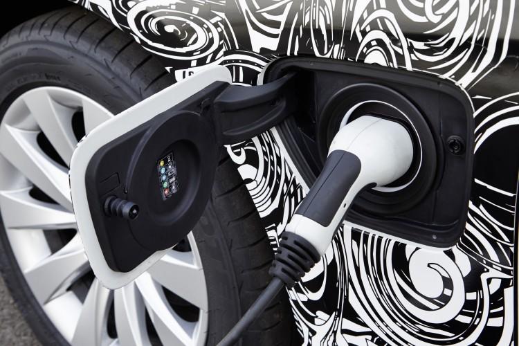 BMW_3_Series_Plug-in_hybrid_prototype_32