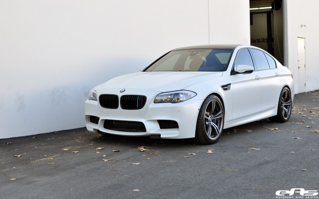 EAS-BMW-M5-F10-Tuning-Frozen-White-Akrapovic-03