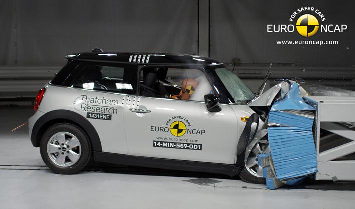 Euro-NCAP-Crashtest-2014-MINI-F56-Sicherheit-Kleinwagen-01