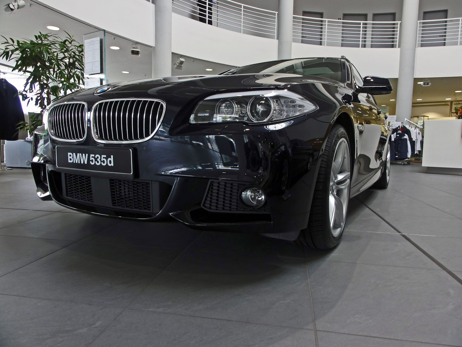echte fotos vom bmw 5er touring f11 mit m sportpaket. Black Bedroom Furniture Sets. Home Design Ideas