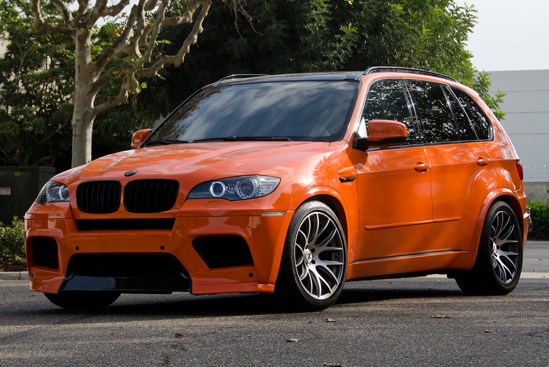 eas bmw x5 m tuning feuerorange trifft power suv. Black Bedroom Furniture Sets. Home Design Ideas