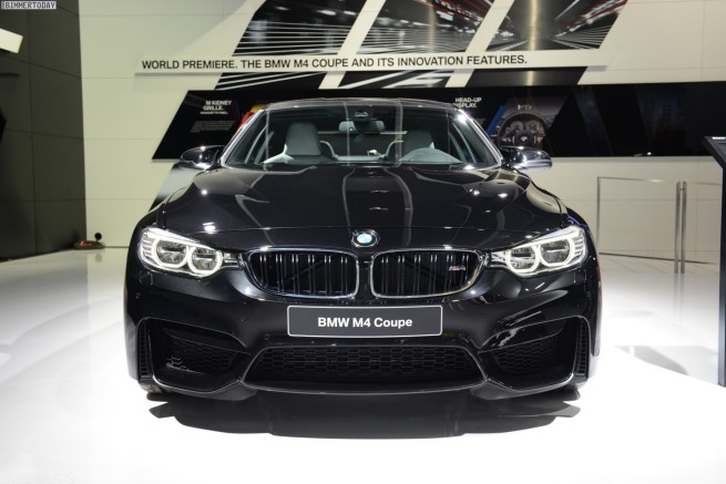 Live-Fotos-BMW-M4-2014-Saphir-Schwarz-Detroit-Auto-Show-F82-17