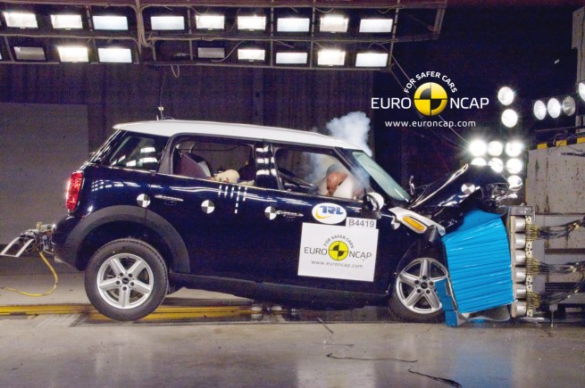 MINI-Countryman-R60-Euro-NCAP-Crashtest-02