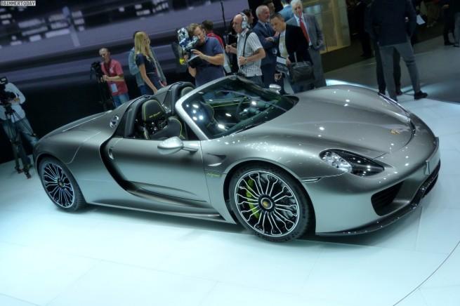 Porsche-918-Spyder-Hybrid-Sportwagen-IAA-2013-LIVE-12
