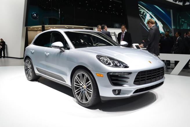 Porsche-Macan-S-Detroit-Auto-Show-2014-NAIAS-01