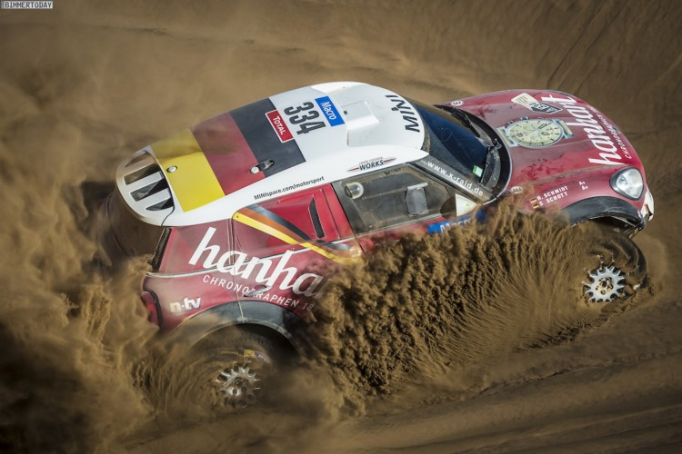 Rallye-Dakar-2015-MINI-ALL4-Racing-X-Raid-Tag-4-04