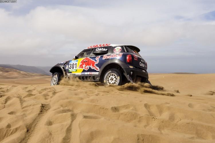 Rallye-Dakar-2015-Nasser-Al-Attiyah-Red-Bull-02