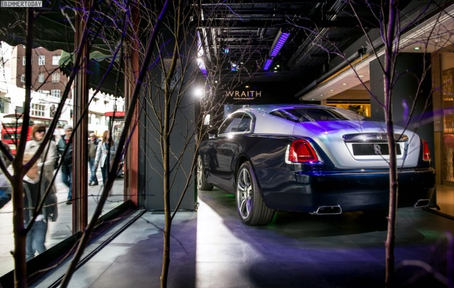 Rolls-Royce-Wraith-Harrods-London-UK-Premiere-3