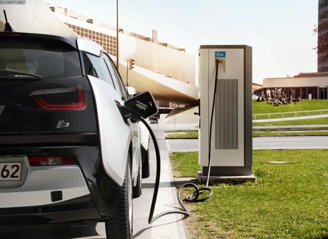 SLAM-Schnellladenetz-Elektro-Mobilitaet-BMW-i3-DC-Ladesaeulen-1