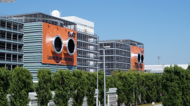 Sixt-Werbung-BMW-M-Endrohre-Flughafen-Muenchen-Parkhaus-01